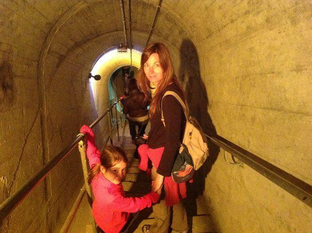 Isa y Martina recorriendo las galerías de la Dixence