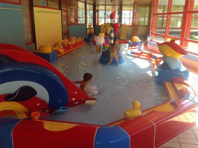 Los niños se lo pasan en grande en Leukerbad-Therme