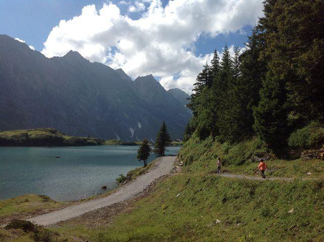 Bajando hacia el lago Trübsee