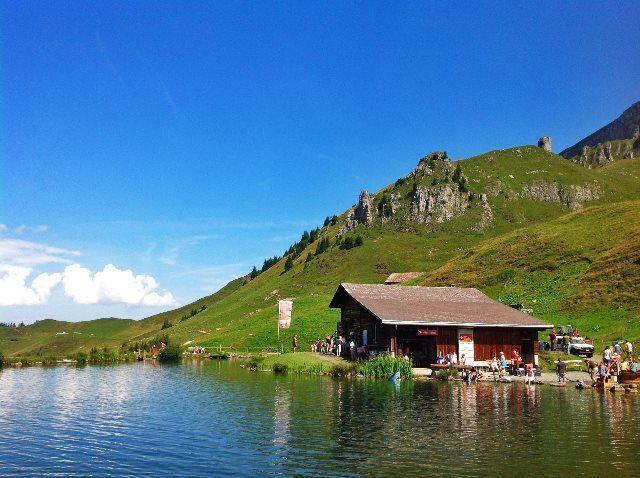 Brunnihütte en el lago Härzlisee