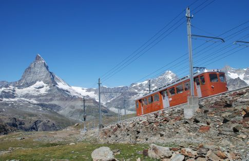 El tren del Gornegrat con el Matterhorn al fondo
