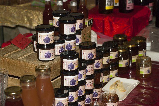 Productos gastronómicos en el mercado de Navidad de Collioure