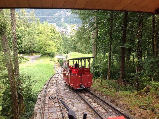 El funicular de Reichenbach subiendo hacia Reichenbach