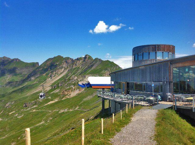 El teleférico de Alpen Tower llegando a la cima