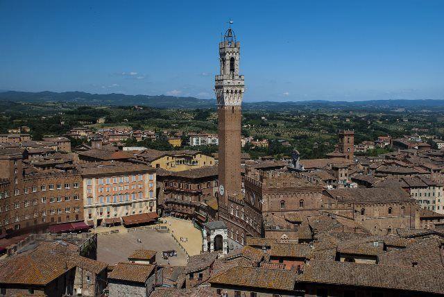 Torre Mangia desde la fachada Nueva de la Catedral
