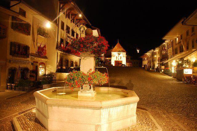 Gruyères de noche