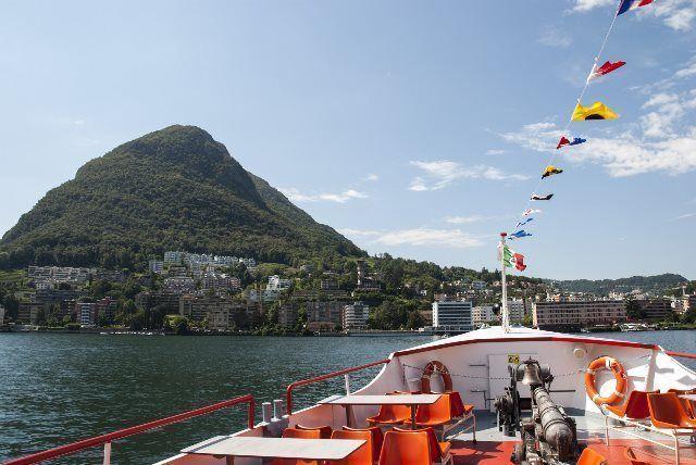 Monte San Salvatore desde el barco