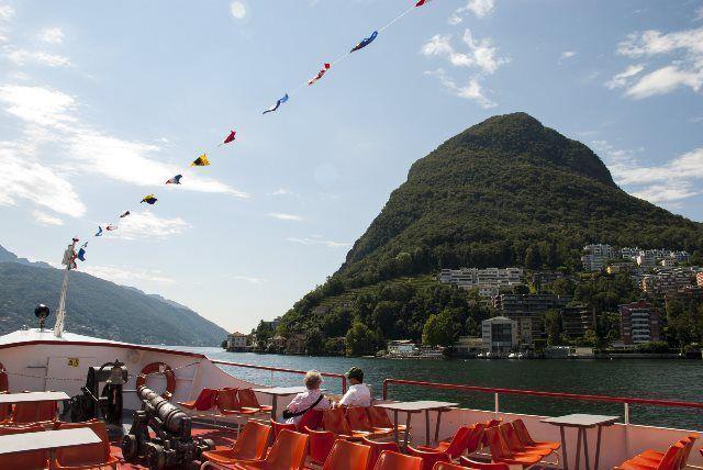 Monte San Salvatore desde el lago Ceresio
