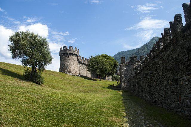 Paseo junto a las murallas