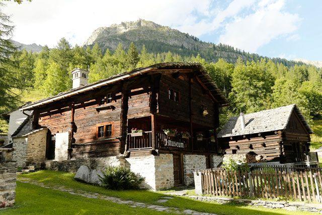 Casas de Bosco Gurin. Foto de Remy Steinegger