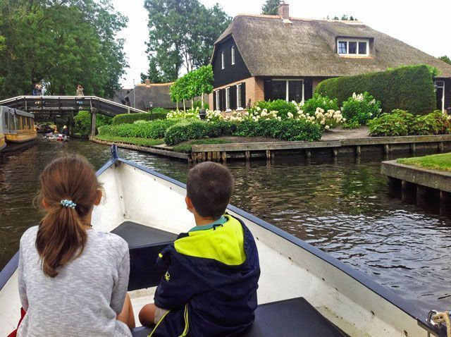 Paseo en barca en Giethoorn