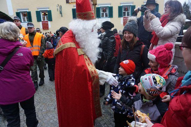 San Nicolás saluda a los peques