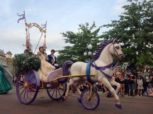 Desfile de personajes Disney
