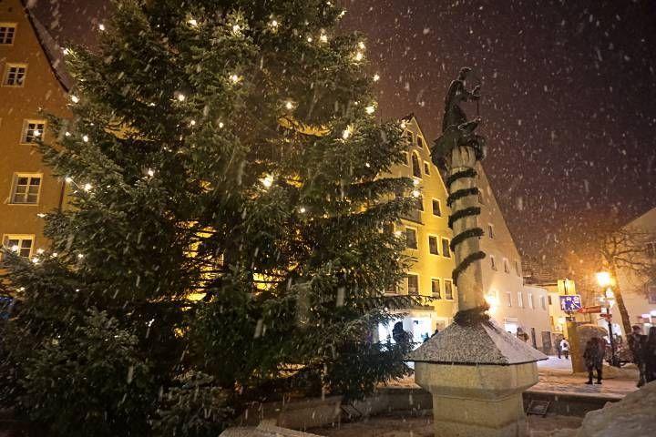 Plaza de Füssen con nieve