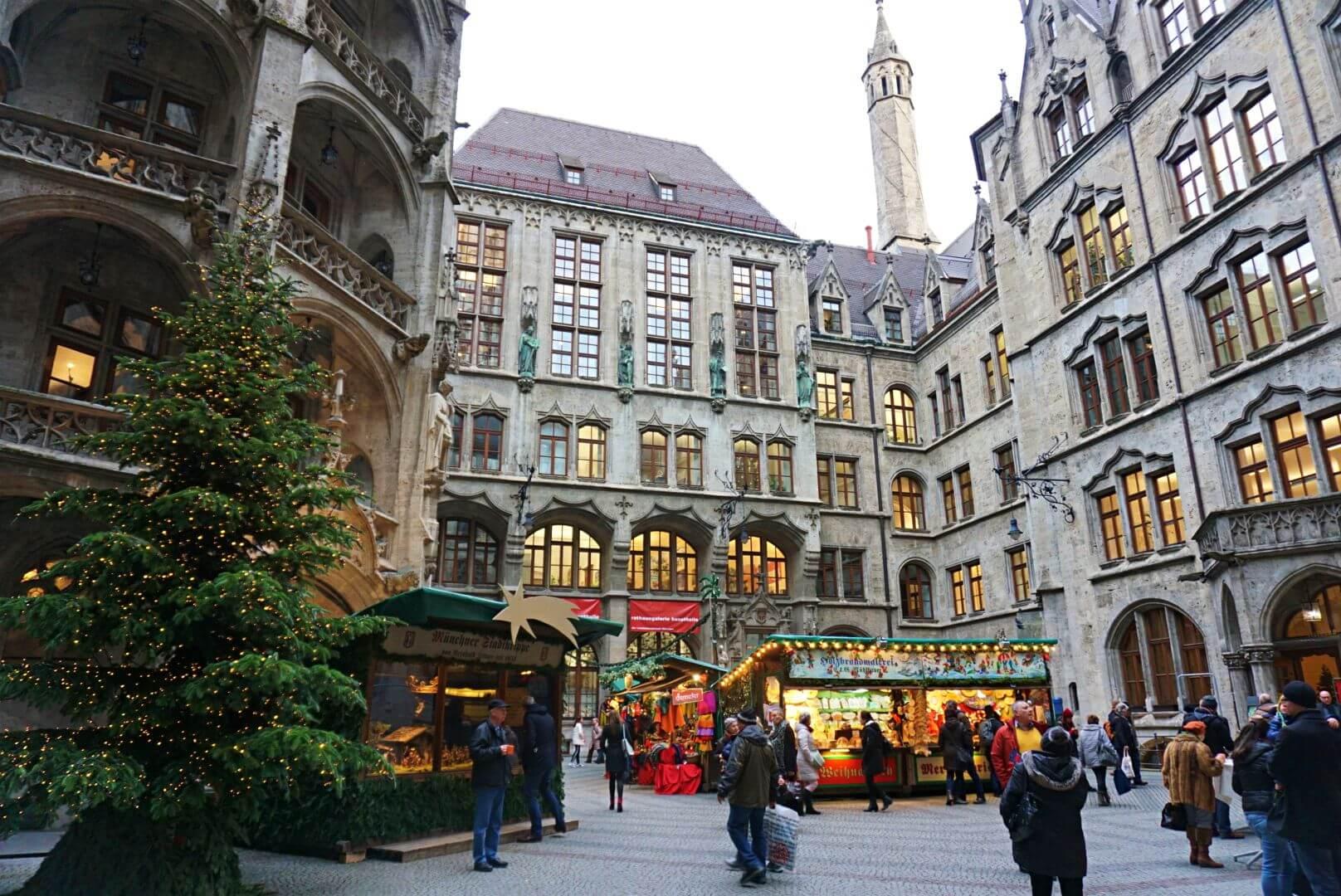 Mercadillo de Navidad del patio del Ayuntamiento de Múnich